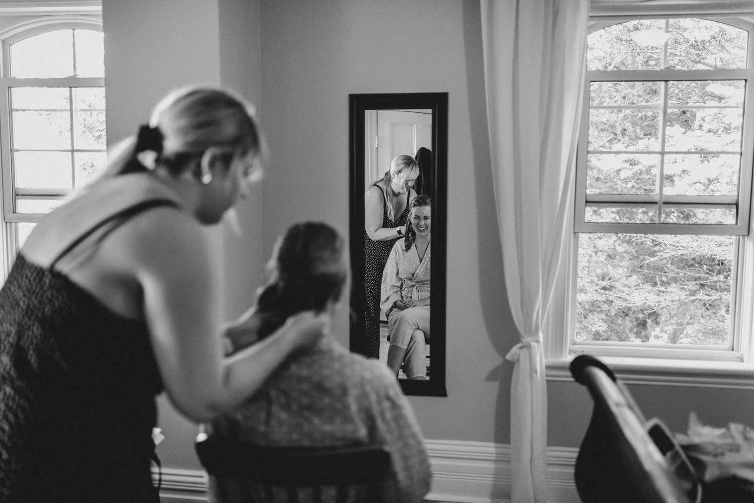 bride gets ready in childhood home - ottawa backyard wedding