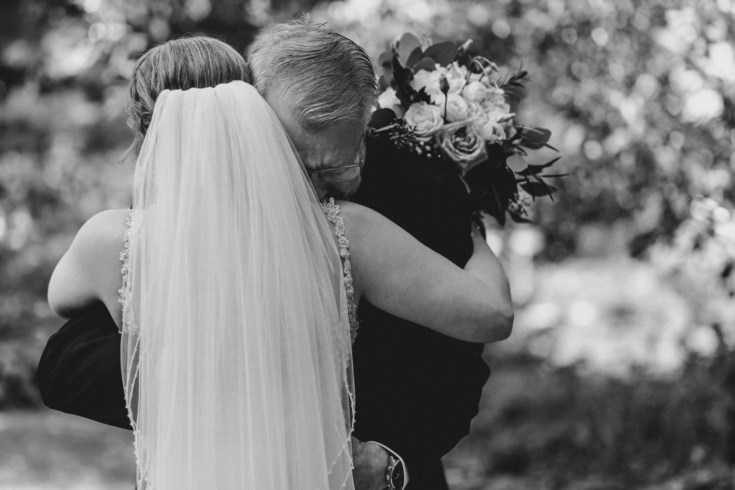 dad cries during father daughter first look