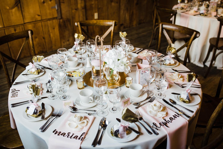 table decor inside the lodge