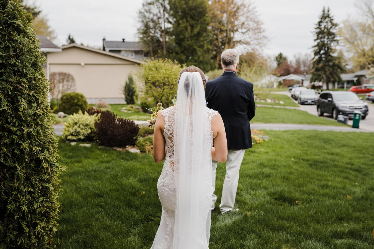 bride has a first look with her father