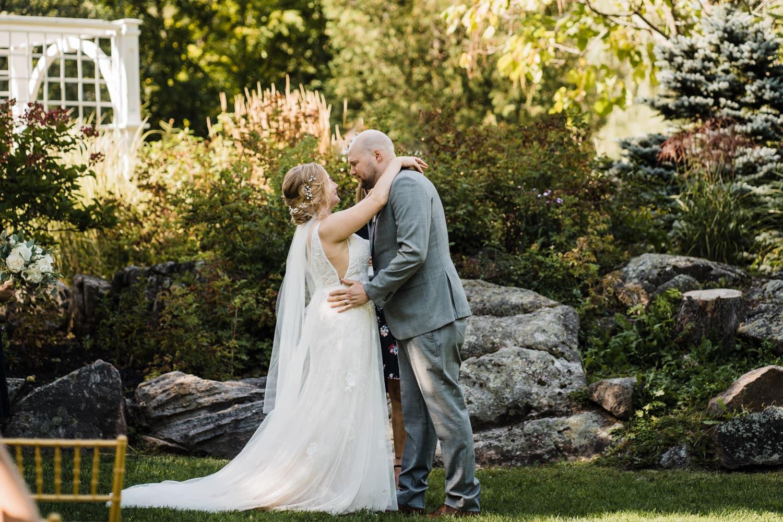 small wedding ceremony in stewart park, perth
